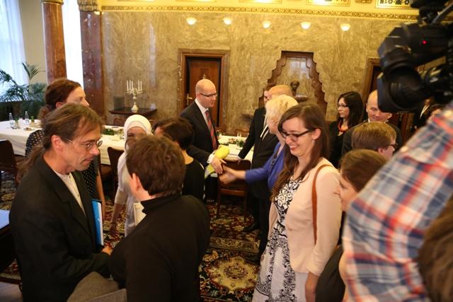 Zástupci českých dobrovolníků se dnes osobně setkali s premiérem Bohuslavem Sobotkou
