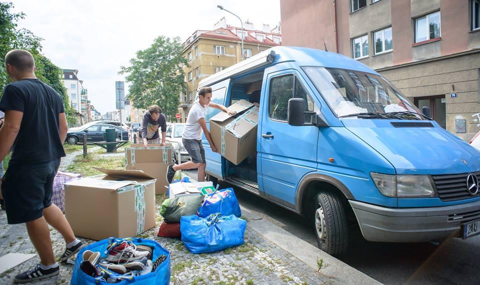 Dobrovolníci – kolik to stojí a kdo to všechno platí?