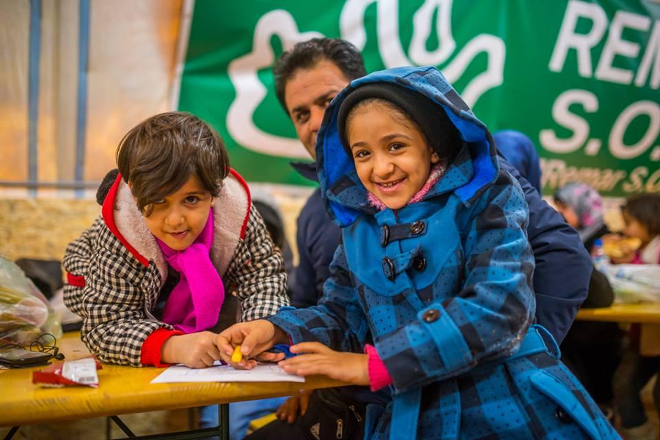V Evropě hledá azyl stále více rodin, čeští dobrovolníci jim pomáhají v Šidu