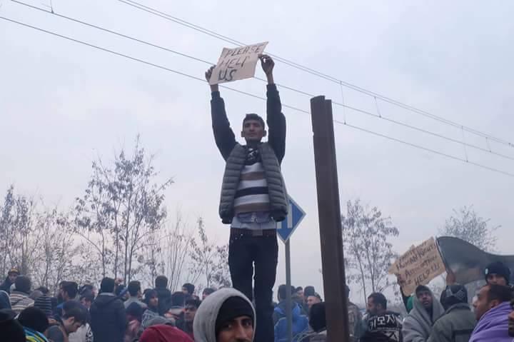 Uzavírání hranic a počasí komplikuje cestu uprchlíků na Balkánské trase