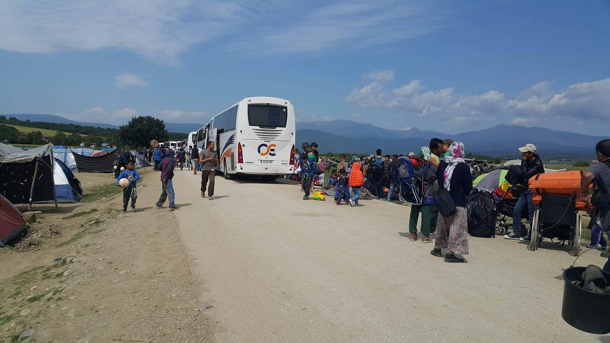 TZ – Police vyklízí tábor v Idomeni, armádní tábory na to nejsou připraveny