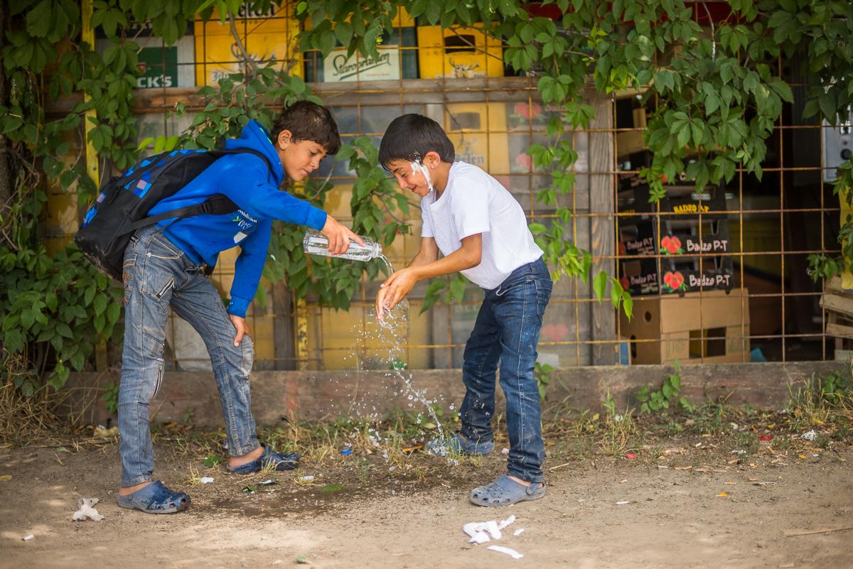TZ:  Stovky uprchlíků čekají i týdny na maďarsko-srbské hranici